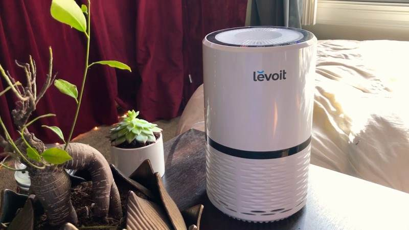 Image of Levoit LV-H132 air purifier in bedroom