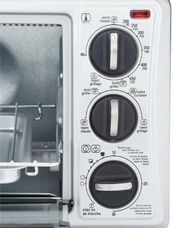 Black and Decker 4 slice toaster controls image
