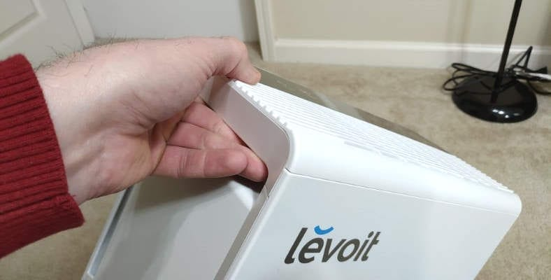 Levoit LV-PUR131 example of using carrying handle